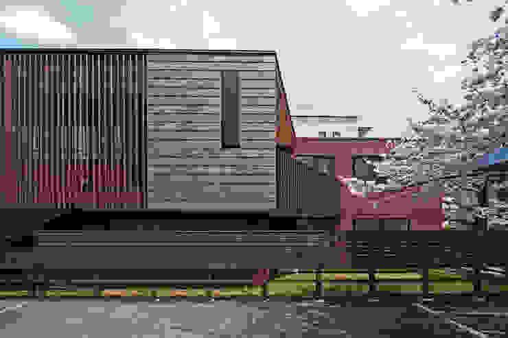 上馬の家 モダンな 家 の 向山建築設計事務所 モダン 石