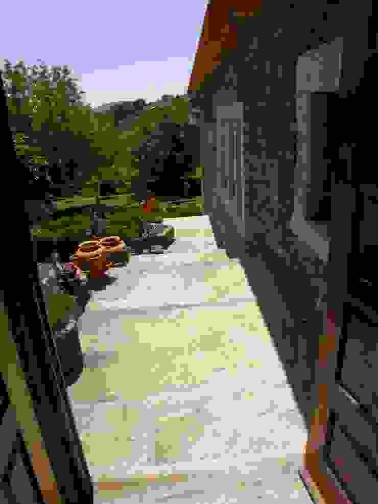 Quinta da Cantareira Varandas, marquises e terraços campestres por Borges de Macedo, Arquitectura. Campestre