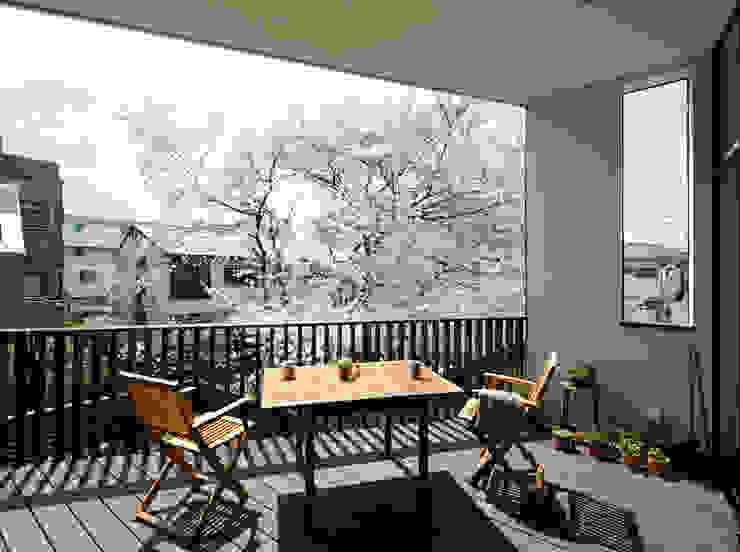 Балкон и терраса в стиле модерн от 向山建築設計事務所 Модерн
