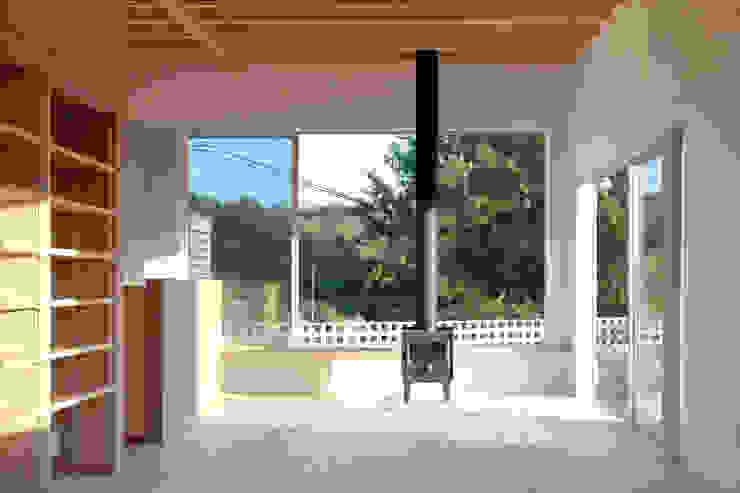 屋島の家 モダンデザインの リビング の 向山建築設計事務所 モダン