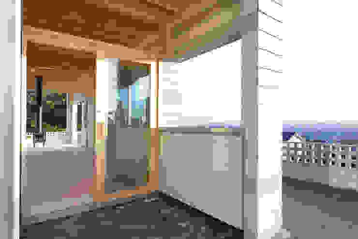 屋島の家 モダンな 窓&ドア の 向山建築設計事務所 モダン