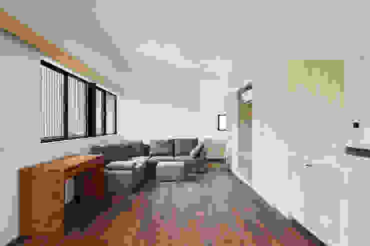 上馬の家 モダンデザインの リビング の 向山建築設計事務所 モダン