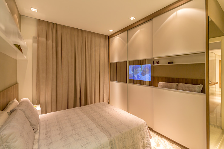 Camera da letto moderna di Flávio Monteiro Arquitetos Associados Moderno
