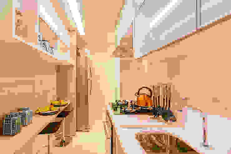 Modern kitchen by Flávio Monteiro Arquitetos Associados Modern MDF