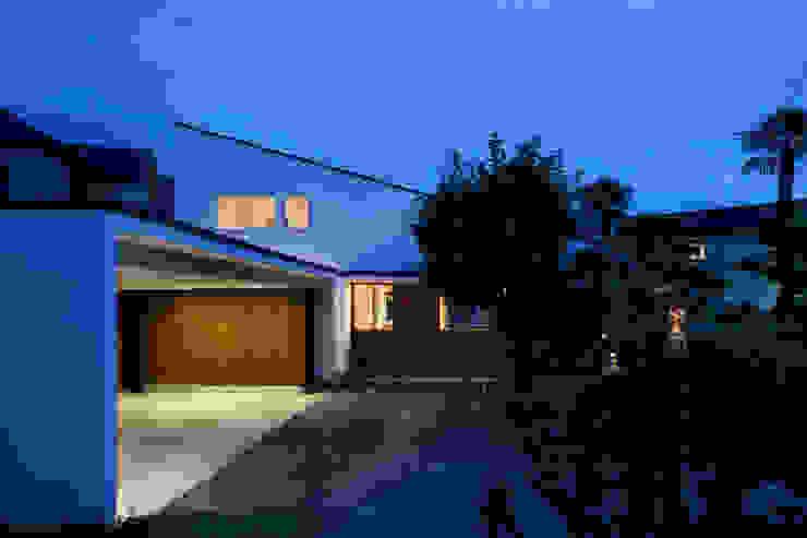 Modern Houses by 向山建築設計事務所 Modern