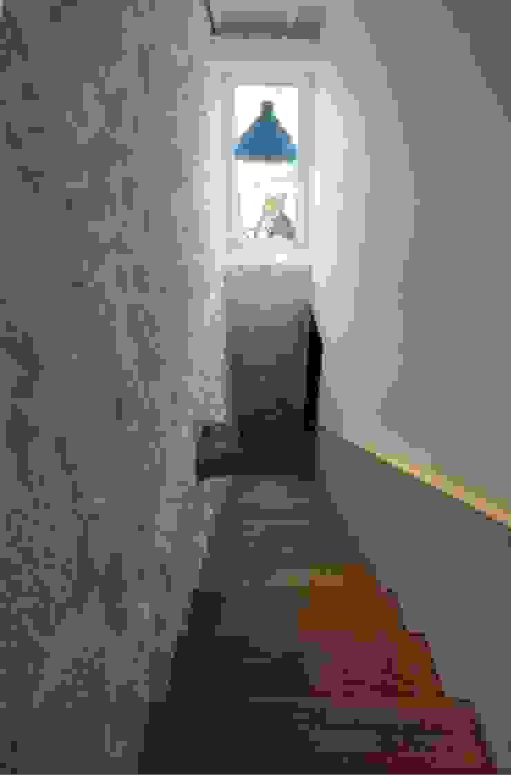 Turismo Rural em Paredes de Coura Corredores, halls e escadas modernos por Escritorio de arquitetos Moderno