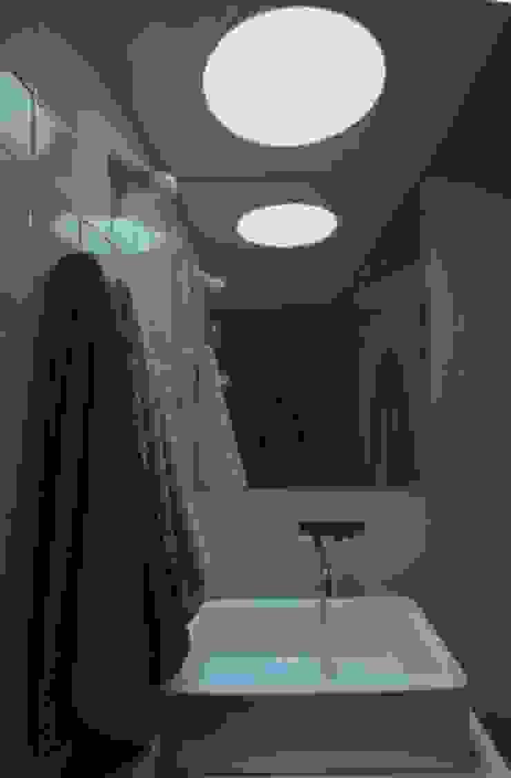 Turismo Rural em Paredes de Coura Casas de banho modernas por Escritorio de arquitetos Moderno