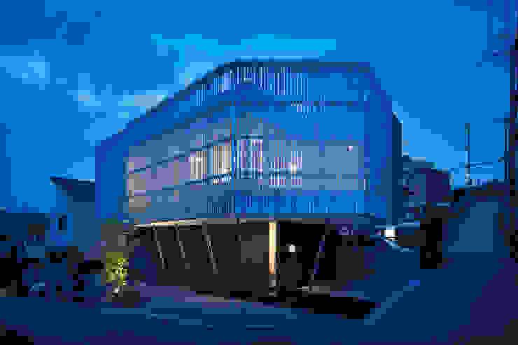 Maisons modernes par 井上久実設計室 Moderne Fer / Acier