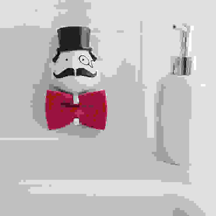 벨렉 디자인 미스터 스폰지 홀더/ 수세미 걸이(Peleg Design Mr. Sponge Holder): Brillian Co.의 현대 ,모던 플라스틱