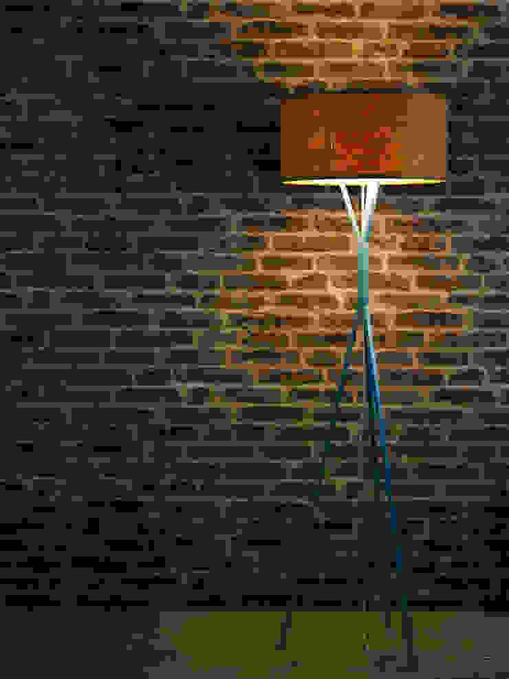 DIA Stehleuchte: modern  von zweigespann – Atelier für Gestaltung,Modern Holz Holznachbildung