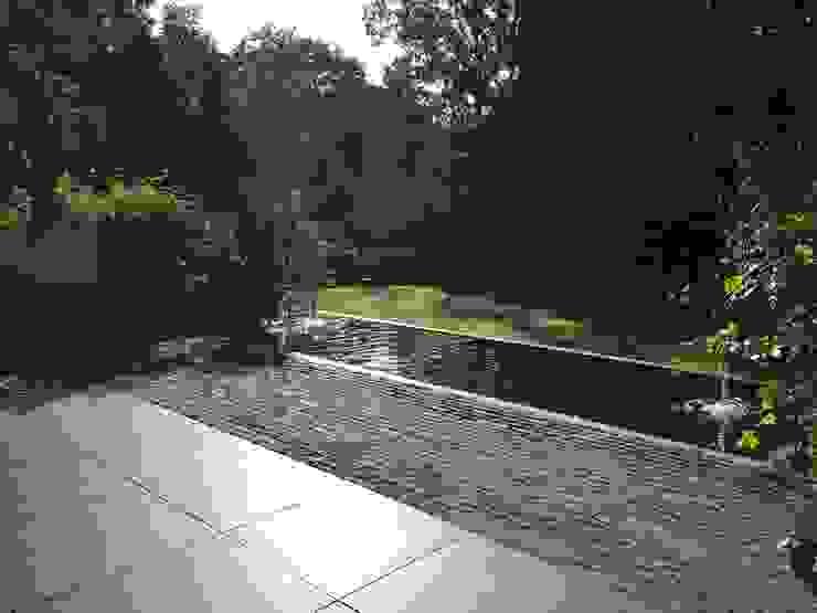 Jardines de estilo  por Biesot, Moderno Aluminio/Cinc