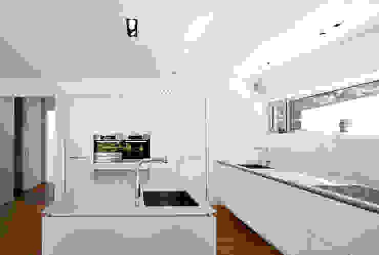 Moderne keukens van Marcus Hofbauer Architekt Modern