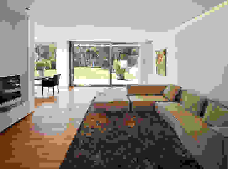 Nowoczesny salon od Marcus Hofbauer Architekt Nowoczesny