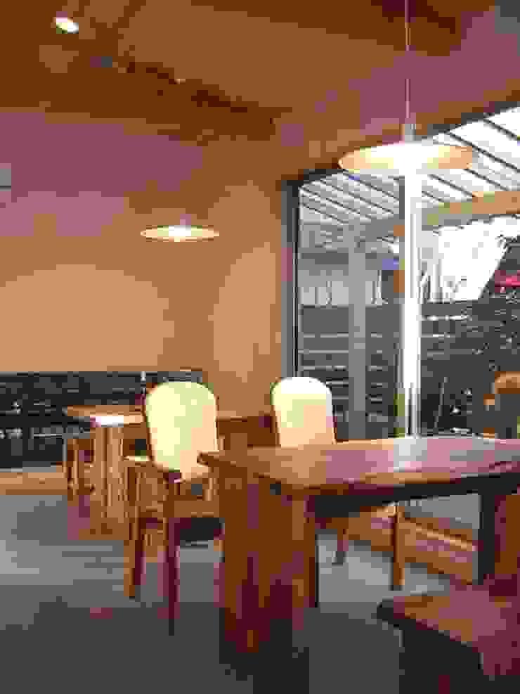 カフェ 客席 和風デザインの ダイニング の アース・アーキテクツ一級建築士事務所 和風 石