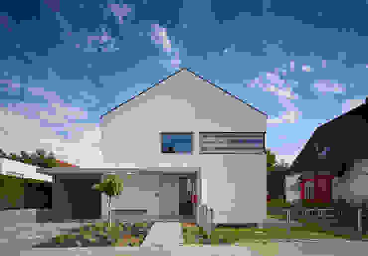 Straßenansicht Moderne Häuser von Marcus Hofbauer Architekt Modern