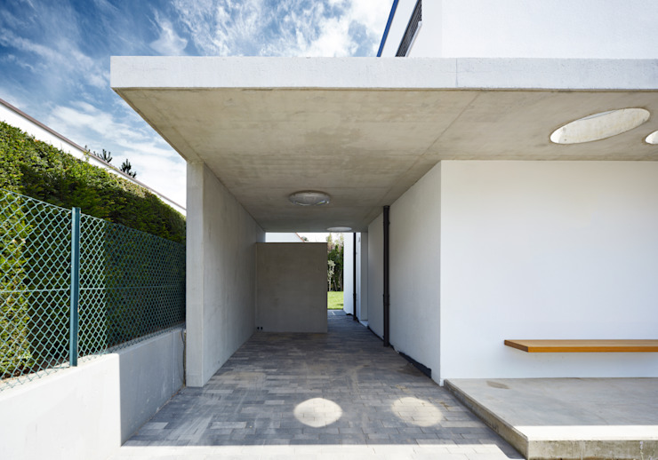 Garagens e arrecadações  por Marcus Hofbauer Architekt