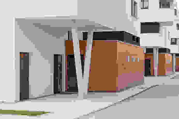 Minimalistyczne okna i drzwi od arc architekturconzept GmbH Minimalistyczny