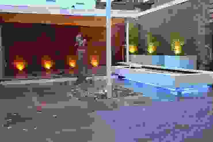 Achtertuin Kerkrade Moderne tuinen van Hoveniersbedrijf Guy Wolfs Modern