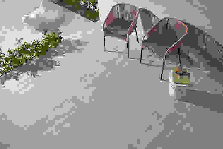 Wildwood Varandas, marquises e terraços industriais por Love Tiles Industrial