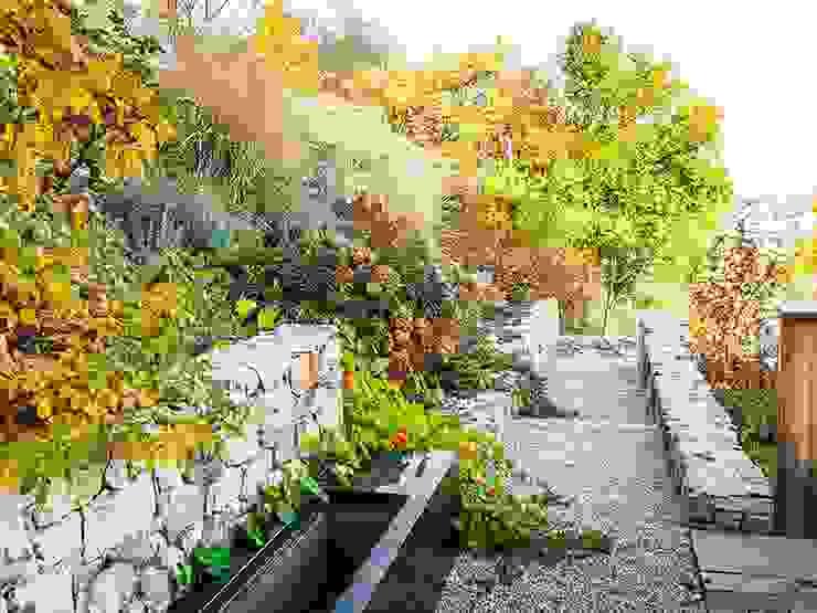 Vườn phong cách hiện đại bởi Kräftner Landschaftsarchitektur Hiện đại