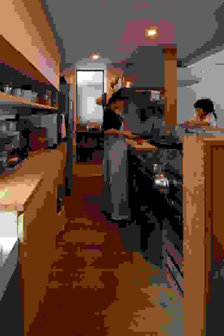 Cozinhas ecléticas por 藤森大作建築設計事務所 Eclético
