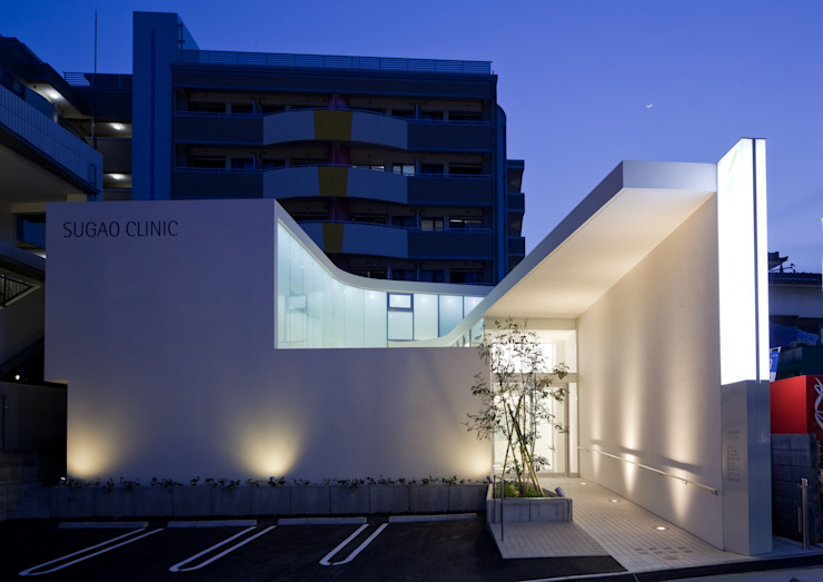 夜景 モダンな医療機関 の 有限会社Y設計室 モダン