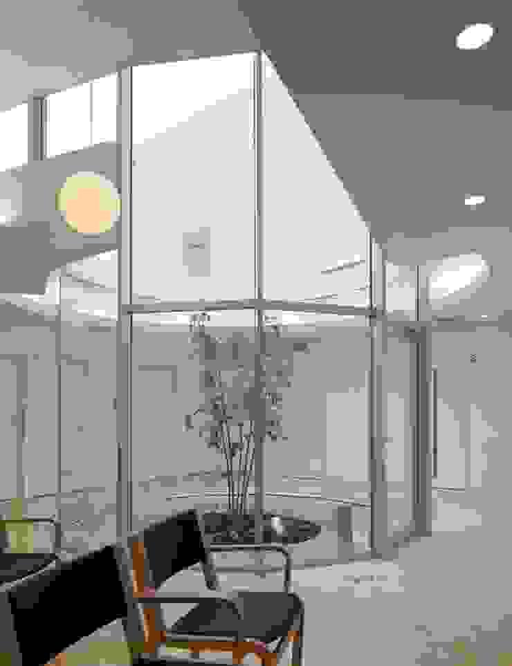 待合室 モダンな医療機関 の 有限会社Y設計室 モダン