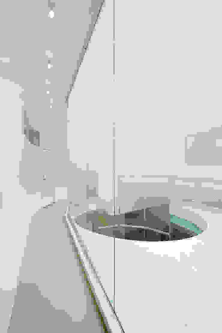 2階廊下 モダンな医療機関 の 有限会社Y設計室 モダン