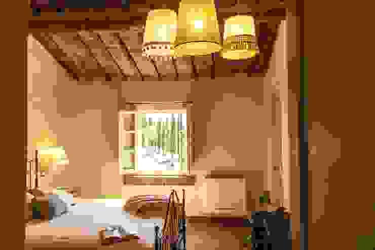 camera Sangiovese Camera da letto in stile rustico di Studio Luppichini Rustico