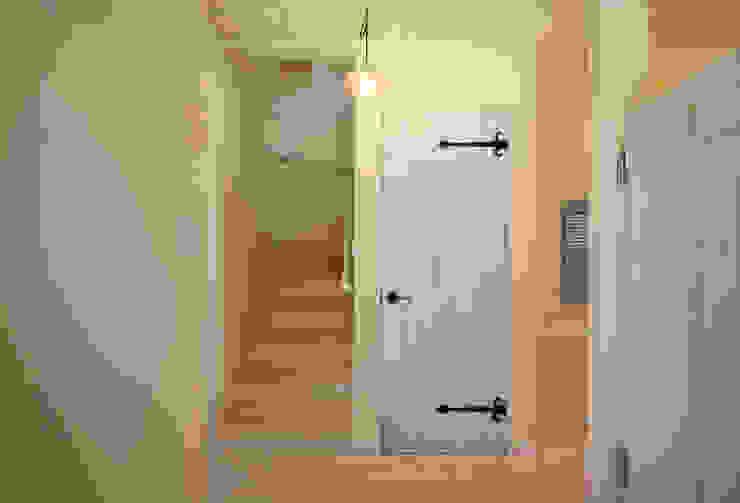 ■ French Country Style・フレンチカントリースタイル カントリースタイルの 玄関&廊下&階段 の 株式会社アートカフェ カントリー