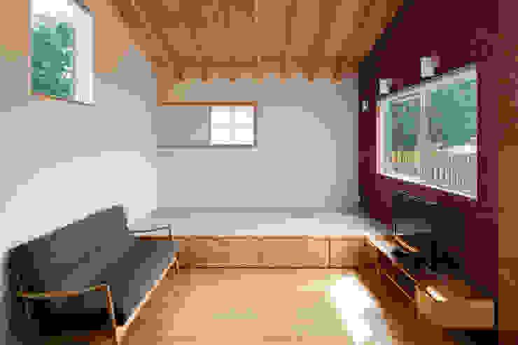 平塚の家: 萩原健治建築研究所が手掛けたリビングです。,モダン