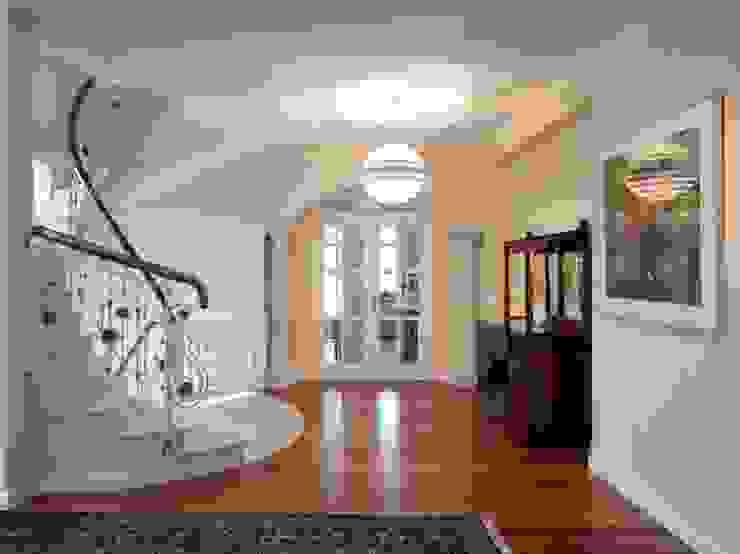 Haus 1190 Moderner Flur, Diele & Treppenhaus von HUMMELBRUNNER ARCHITEKTUR EINRICHTUNG Modern