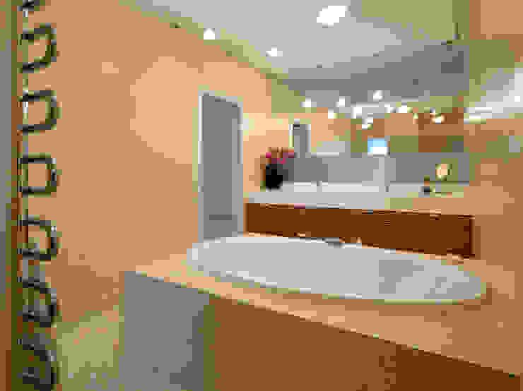 Haus 1190 Moderne Badezimmer von HUMMELBRUNNER ARCHITEKTUR EINRICHTUNG Modern