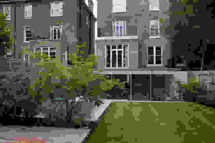 A City Garden Bowles & Wyer Modern garden