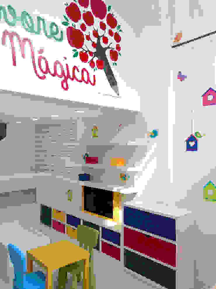 LOJA INFANTIL Escritórios modernos por AVNER POSNER INTERIORES Moderno