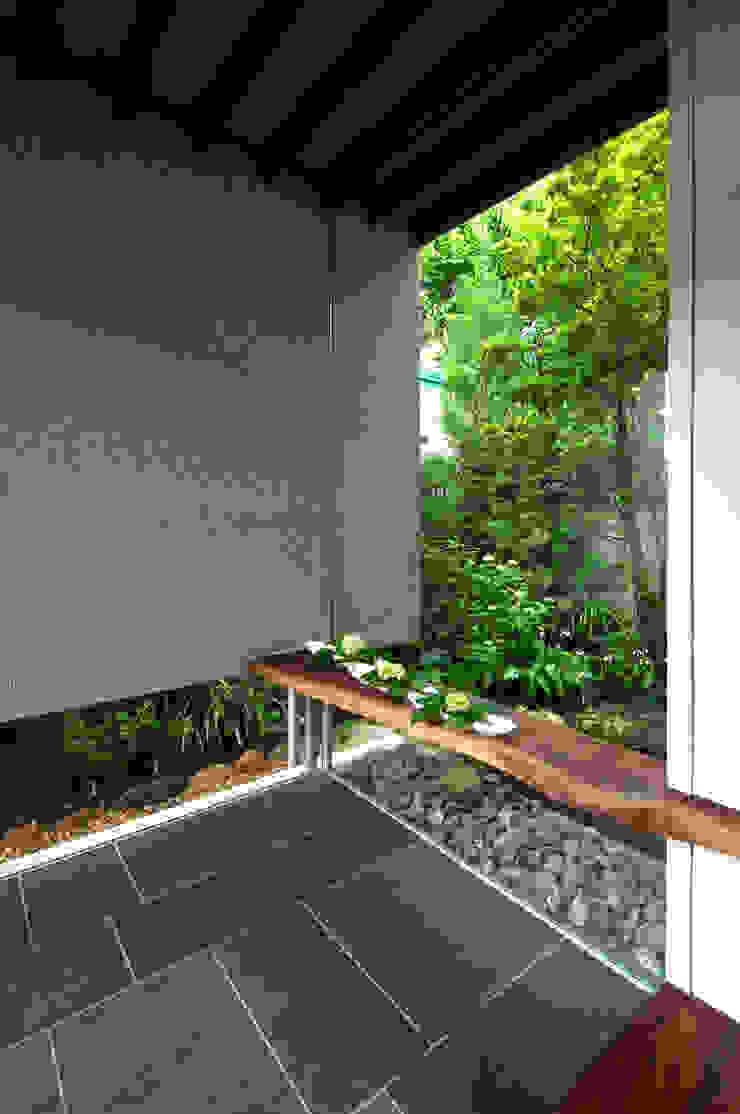 神木本町の家 モダンな 壁&床 の 向山建築設計事務所 モダン