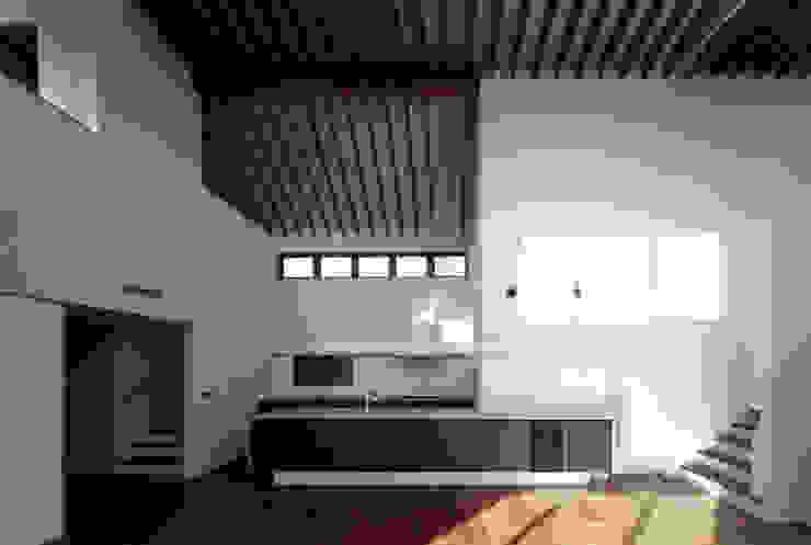現代廚房設計點子、靈感&圖片 根據 向山建築設計事務所 現代風