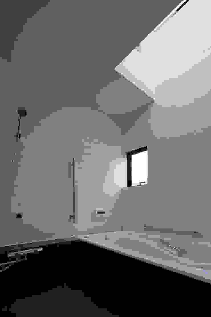 神木本町の家 モダンスタイルの お風呂 の 向山建築設計事務所 モダン