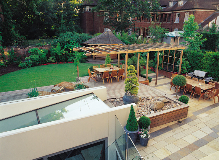 A private garden in West Hampstead, London Eclectische tuinen van Bowles & Wyer Eclectisch