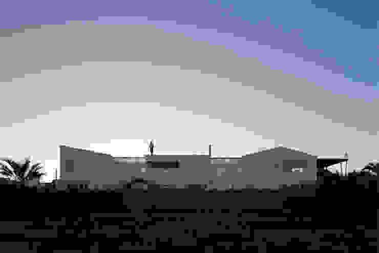 Modern houses by PLANTA / Ana Rascovsky Arqs. Modern