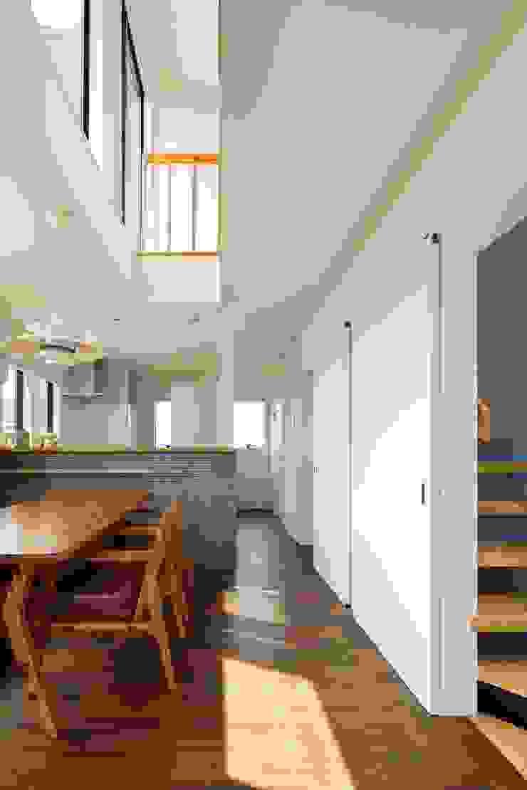 高津の家 向山建築設計事務所 モダンデザインの ダイニング