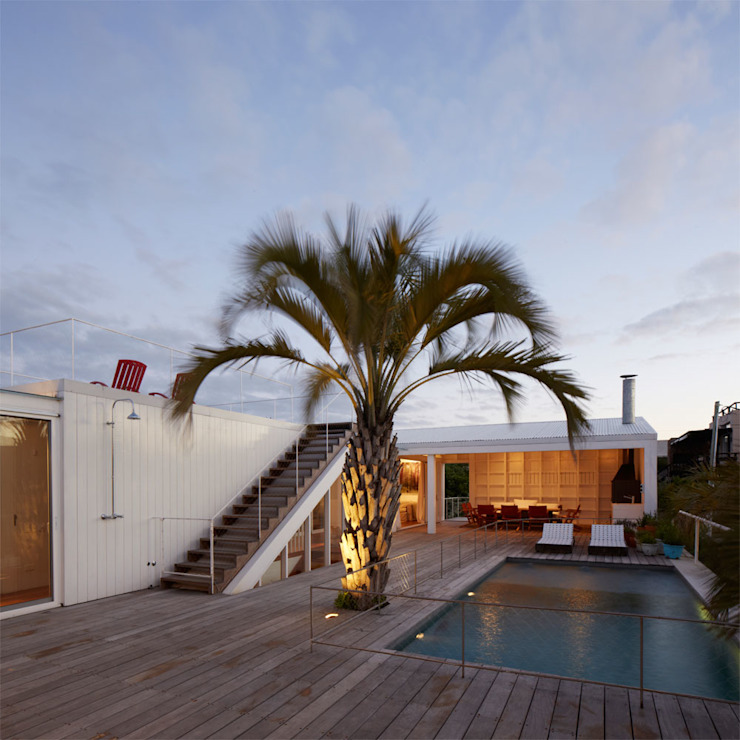 Modern balcony, veranda & terrace by PLANTA / Ana Rascovsky Arqs. Modern
