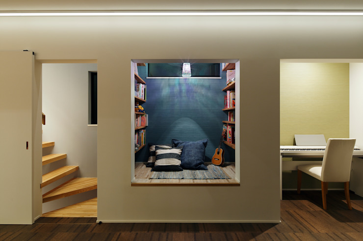 Modern style media rooms by 向山建築設計事務所 Modern
