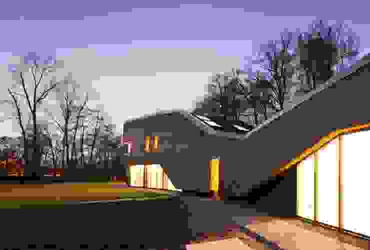 Landhuis in de natuur Moderne huizen van Jevanhet Architectuur Modern
