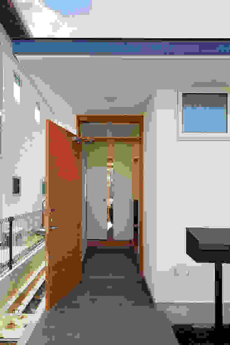 寺尾台の家 モダンな 壁&床 の 向山建築設計事務所 モダン