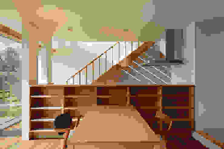 寺尾台の家 モダンデザインの リビング の 向山建築設計事務所 モダン