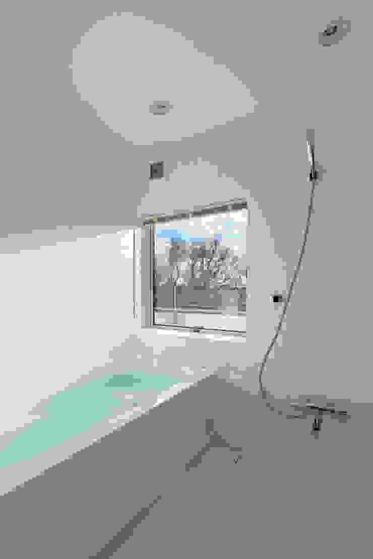寺尾台の家 モダンスタイルの お風呂 の 向山建築設計事務所 モダン