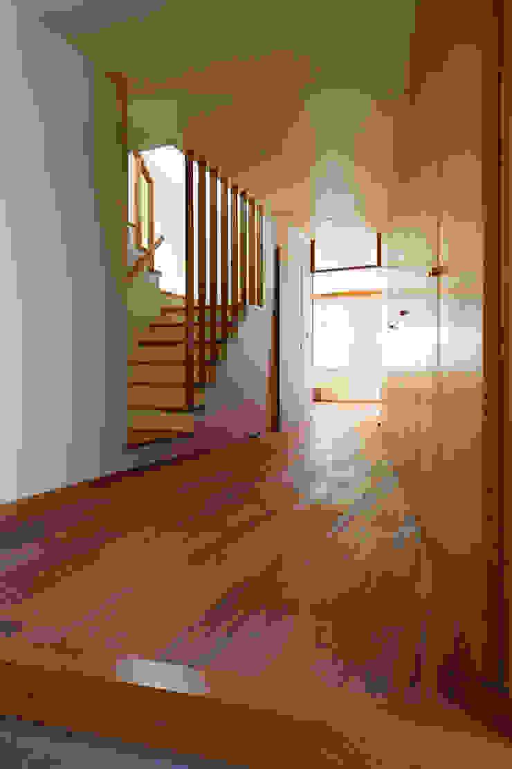 東金町の家 モダンスタイルの 玄関&廊下&階段 の 向山建築設計事務所 モダン