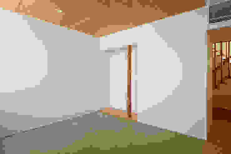 東金町の家 モダンデザインの 多目的室 の 向山建築設計事務所 モダン