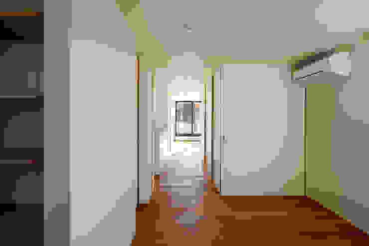 東金町の家 モダンスタイルの寝室 の 向山建築設計事務所 モダン